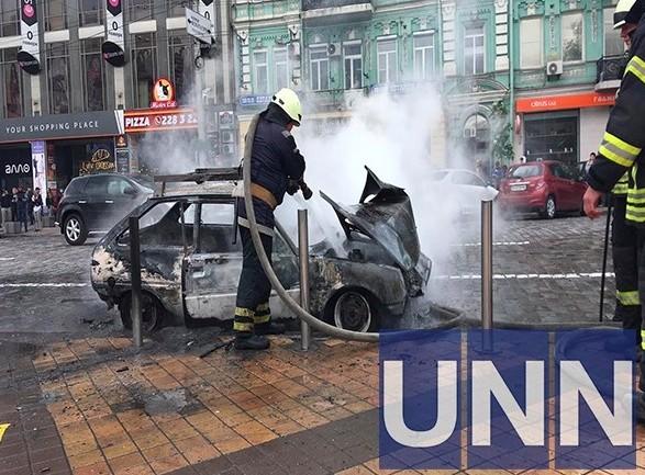 В центре Киева сгорел автомобиль