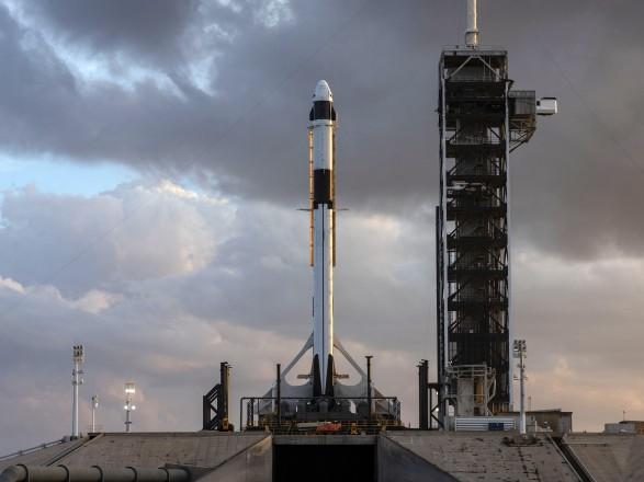 NASA та SpaceX вперше в історії відправляють астронавтів на МКС на приватному кораблі: прямий ефір