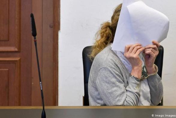 В Германии осудили медсестру за попытку отравить коллег печеньем