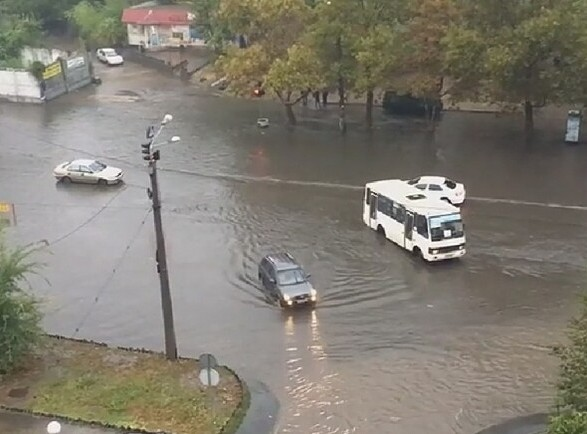 Сильный ливень затопил центр Одессы
