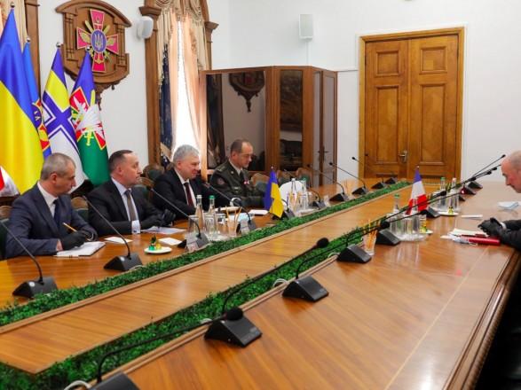 Франция готова содействовать получению Украиной статуса партнера НАТО с расширенными возможностями