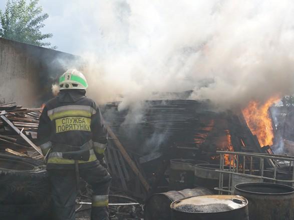 В Днепре горела территория предприятия