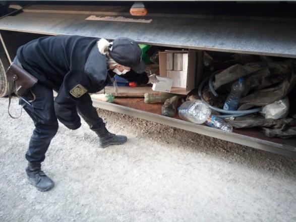 Пограничники на Закарпатье нашли в прицепе-рефрижераторе тайник с медпрепаратами