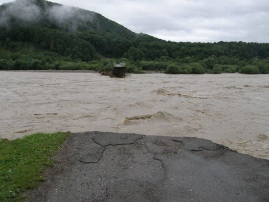 Синоптики предупредили об угрозе наводнений в Киевской области и Прикарпатье