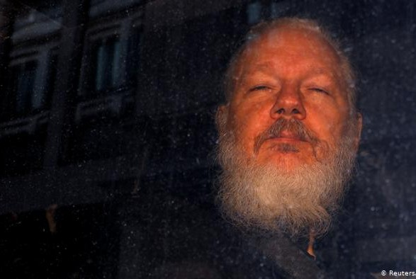 Ассанж не смог принять участие в слушаниях в Лондоне по его экстрадиции в США из-за болезни