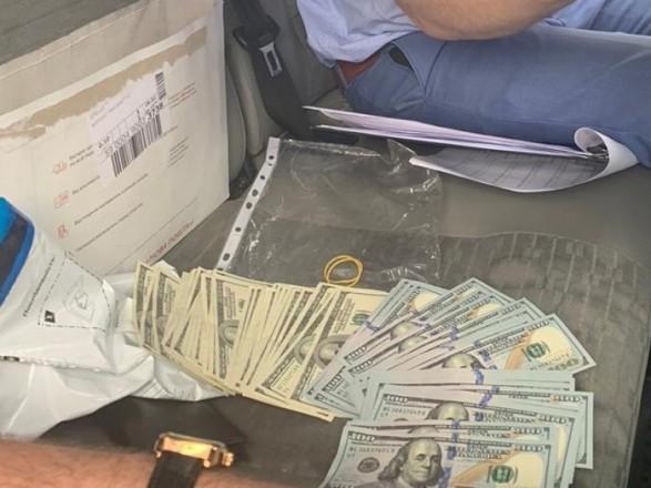 У Києві затримали чоловіка, який вимагав 15 тис.  доларів за рішення на КМДА
