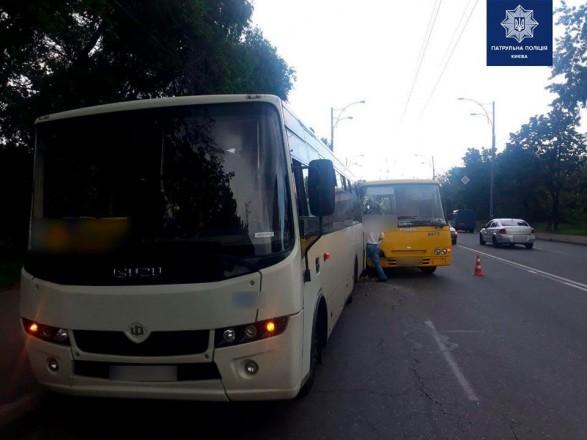 Из-за столкновения в Киеве двух маршруток пострадала пассажирка