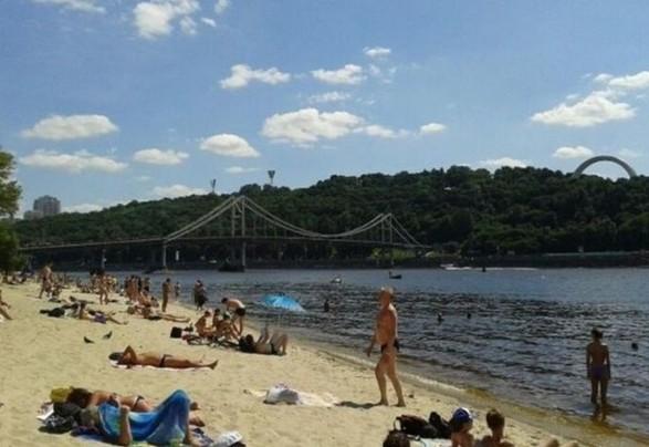 Столичные пляжи открыли для купания