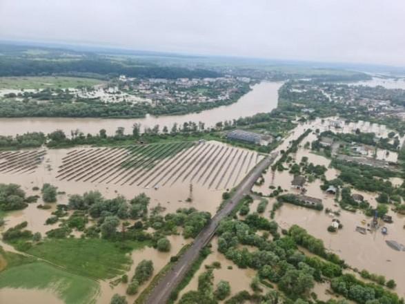 """Наводнения в Украине: Венгрия готова направить на помощь солдат батальона """"Тиса"""""""