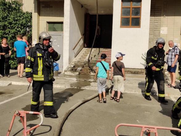 Пожар на Позняках: спасатели ликвидировали загорание в многоэтажке