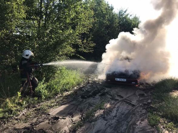 В Киевской области сгорела машина