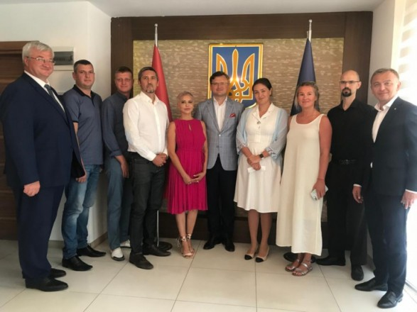 Кулеба встретился с владельцами украинского бизнеса: необходимо расширить экономическое присутствие в Турции