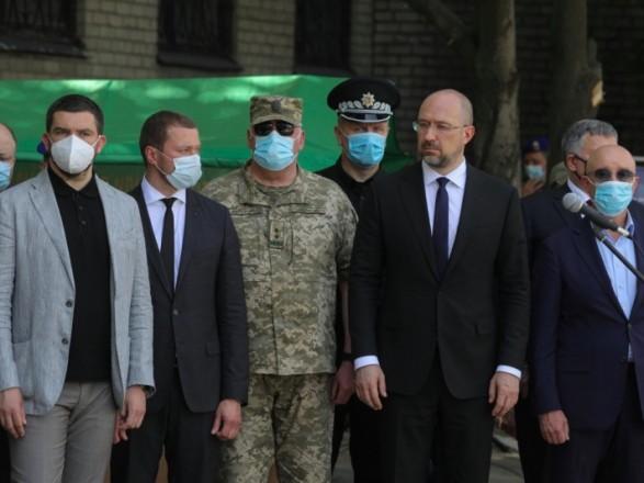 Шмыгаль в Донецкой области открыл мемориальную стелу и вручил госнаграды военным