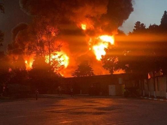 В результате пожара на фабрике по производству краски в Баку есть пострадавшие