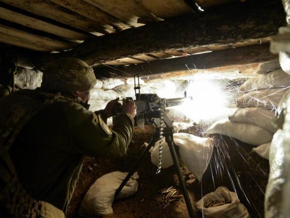 За минувшие сутки боевики обстреляли 14 раз позиции ВСУ, один боец погиб