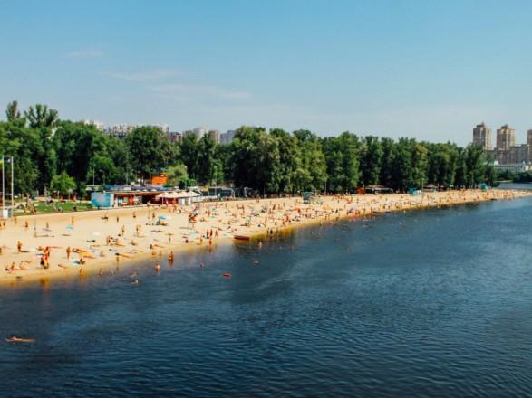В КГГА не рекомендуют купаться на всех столичных пляжах