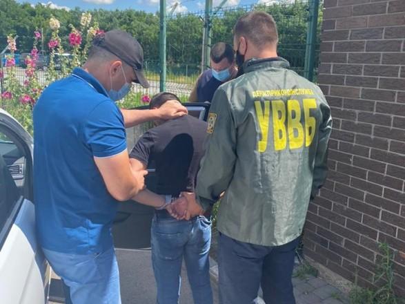 Гражданин РФ предлагал взятку пограничникам в обмен на снятие запрета въезда в Украину
