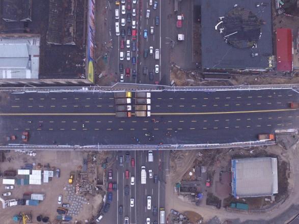 В Киеве на съездах Шулявского путепровода ограничили движение транспорта