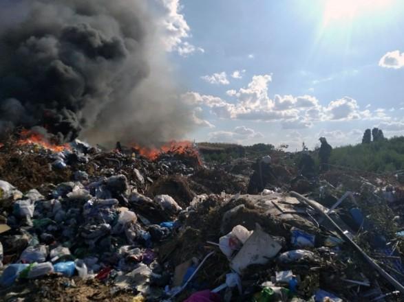Спасатели ликвидировали пожар на свалке в Днепропетровской области