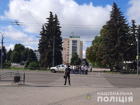 Захоплення заручників у центрі Луцька: в автобусі близько 20 людей ...