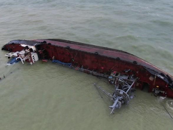 АМПУ требует от судовладельца передать право эвакуировать танкер Delfi