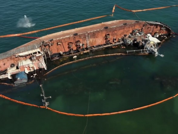 Подъем танкера Delfi: завтра операция переходит под контроль Администрации морпортов Украины