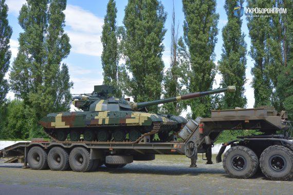 """Укроборонпром передал военным два отремонтированных танка """"Булат"""""""