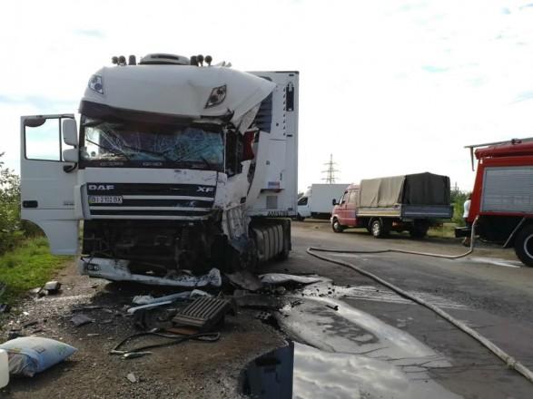 В Днепропетровской области произошло лобовое столкновение двух грузовиков