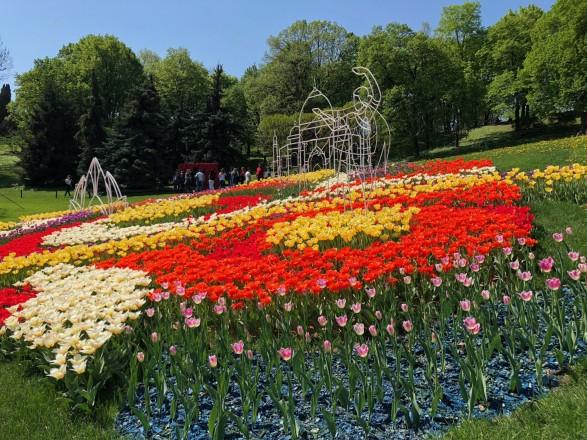 На Певческом поле открывают новую выставку цветов