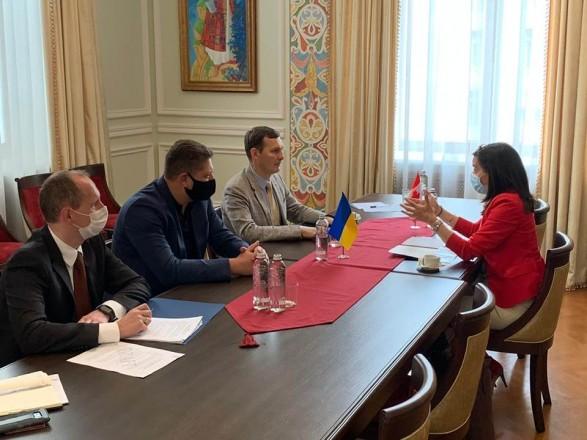 Енин встретился с представителями Канады: анонсировал приятный сюрприз для украинцев