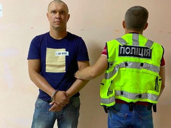 """В поезде """"Мариуполь-Киев"""" избили и пытались изнасиловать женщину, трижды судимого нападавшего задержали"""