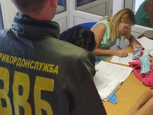 """""""Невідкладне особисте питання"""": у """"Борисполі"""" українка погоріла на хабарі через знайомого-іранця"""