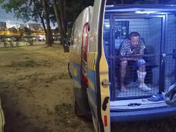 На пляже Варшавы пьяный украинец с ножом напугал отдыхающих