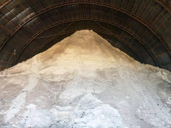 Столица обеспечена солью и песком на начало зимнего периода - КГГА
