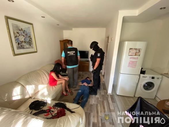На Закарпатье задержали группу вымогателей, которые шантажировали людей пикантными видео