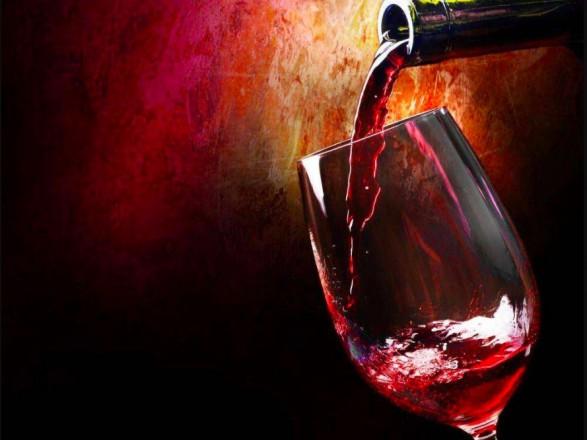 """Украина начала """"выпивать"""" втрое больше иностранного вина"""