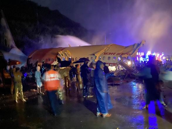 Авиакатастрофа в Индии: число жертв возросло до 17 человек, украинцев на борту не было