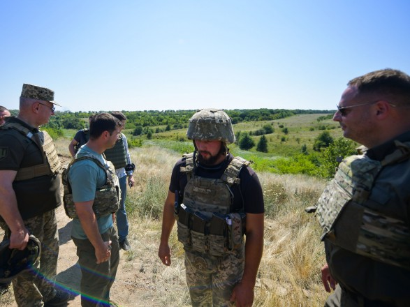 Зеленский о визите на Донбасс: это были два дня откровенных разговоров с бойцами на передовой