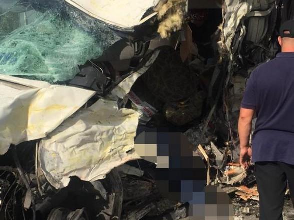 """В Житомирской области грузовик """"лоб в лоб"""" столкнулся с маршруткой, четыре человека погибли"""