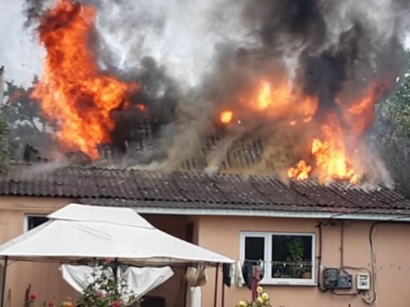 В Киевской области от удара молнии загорелся дом
