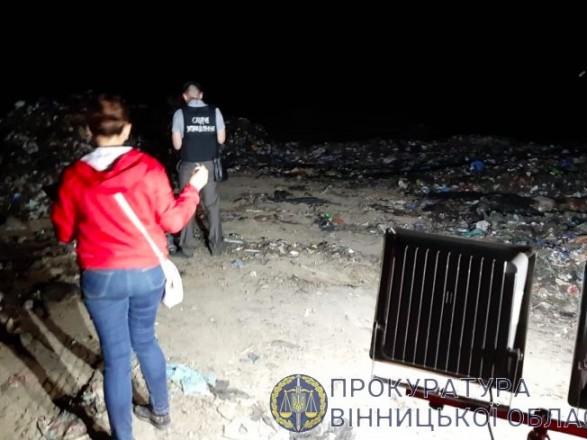 """В Винницкой области на территории животного комплекса обнаружили незаконный полигон """"львовского"""" мусора"""