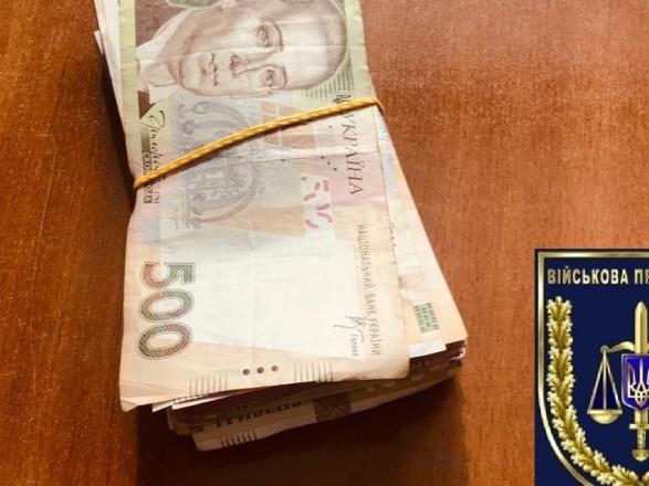 Азербайджанец предлагал руководителю отдела полиции ежемесячные взятки за торговлю без разрешения