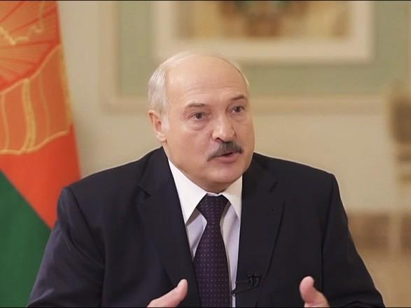 Лукашенко обратился к белорусам: не высовывайтесь на улицы