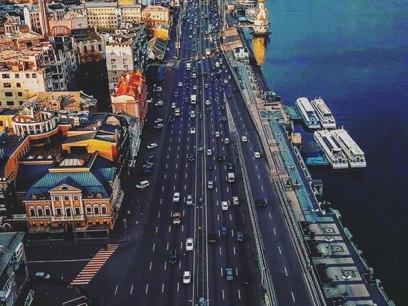 Утром некоторые мосты Киева сковали пробки