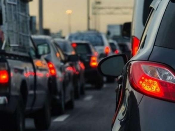 Утром в пятницу в столице незначительные пробки на мостах