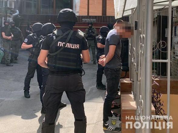 В центре Киева задержали шесть человек из-за сообщения о хранении оружия