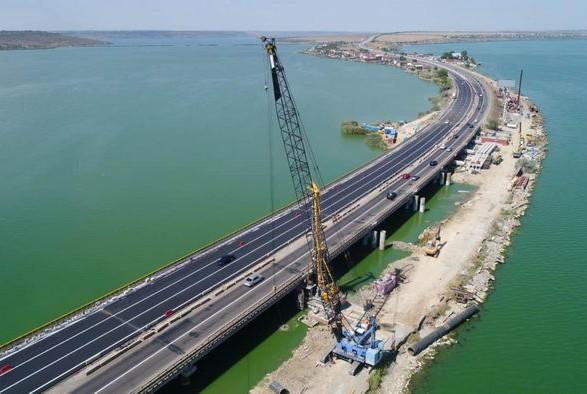 На Хаджибейском мосту открыли движение по отремонтированным полосам
