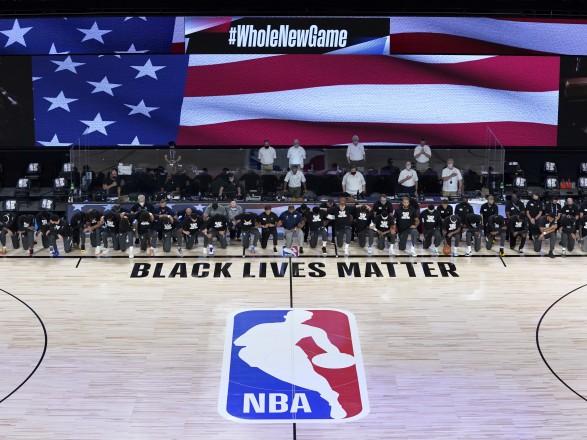 В США спортсмены бойкотируют соревнования из-за расстрела темнокожего мужчины полицейскими