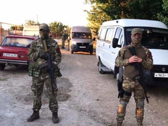 """Проти чотирьох активістів в окупованому Криму порушили справу за підозрою """"про неінформування"""""""