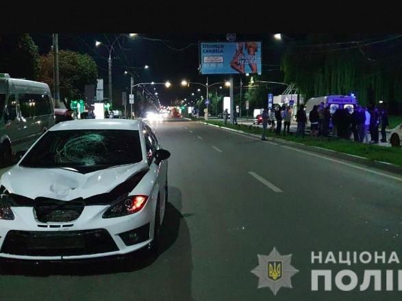 """В Черновцах на пешеходном переходе Seat сбил несовершеннолетнюю - девочка умерла в """"скорой"""""""